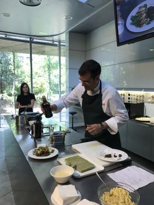 """""""MENGEM D'AQUÍ"""". Menús de proximitat als menjadors escolars de l'Alt Urgell i la Cerdanya ."""