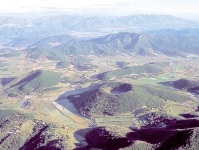 Vista aèria dels volcans de la Garrotxa (Juli Pérez - Vol de Coloms).