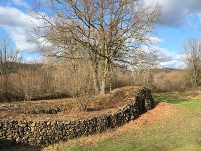 Mur i barraca del Parc de Pedra Tosca (ADRINOC).